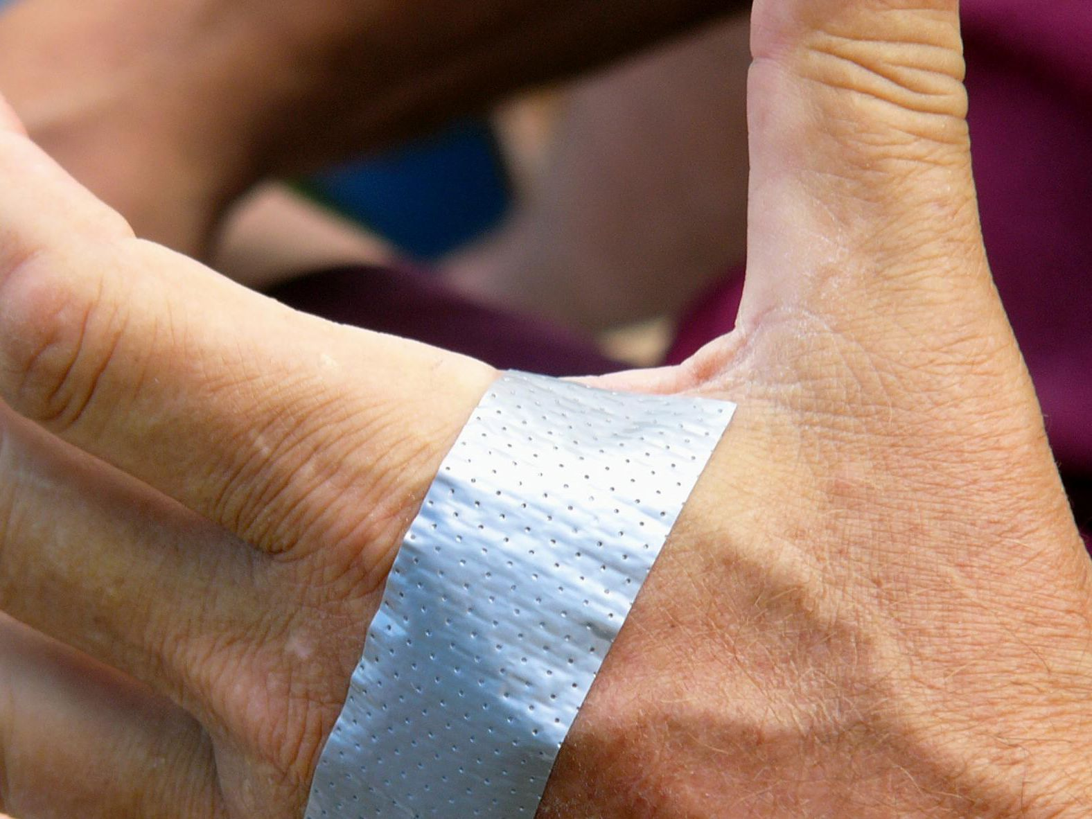 warts on hands duct tape)